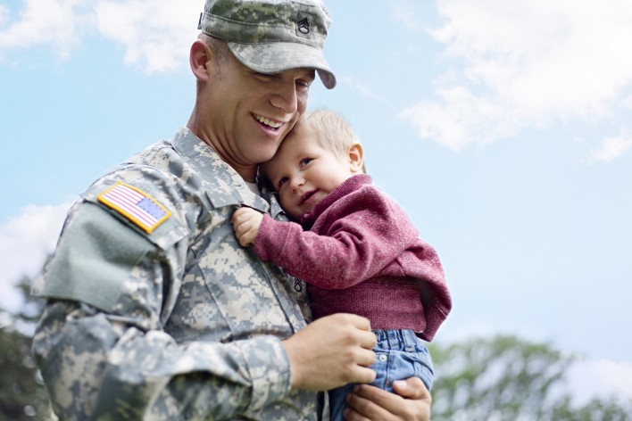 American-soldier-and-son-in-a-park-000018031557_Medium